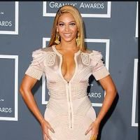 La moda pe covorul rosu de la Premiile Grammy