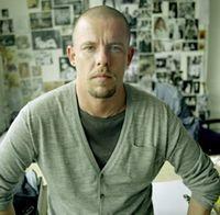 Creatorul de moda Alexander McQueen s-a sinucis