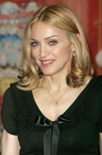 Madonna se vrea designer vestimentar