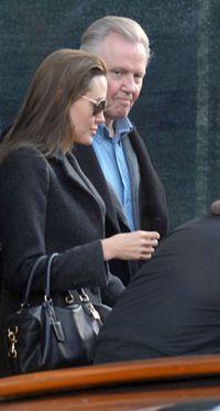 Angelina Jolie s-a impacat cu tatal sau, actorul Jon Voight