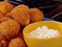 Chiftelute de cartofi cu sos de lamaie (ovolactovegerarian)