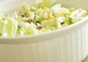 Salata de varza alba cu fistic si castraveti
