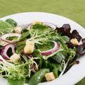 Salata cu plante aromate si crutoane