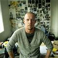 Alexander McQueen s-a sinucis dupa ce s-a drogat