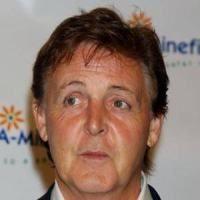 Autobuzul lui Paul McCartney, atacat in Mexic