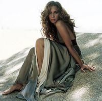 Leona Lewis la un pas de moarte! A cazut in casa liftului