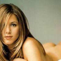 Jennifer Aniston se dezbraca