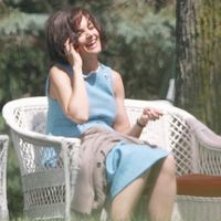 Katie Holmes, transformata in Jackie Kennedy