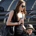 Angelina Jolie a pilotat un avion avand-o alaturi pe fiica sa, Shiloh