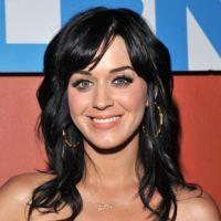 Katy Perry si Pink doneaza pantofi