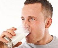 Studiu: laptele creste riscul de cancer la prostata