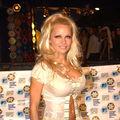 Pamela Anderson locuieste intr-o rulota