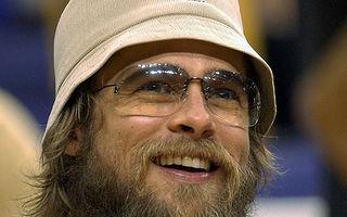 Copiii il vor pe Brad cu barba