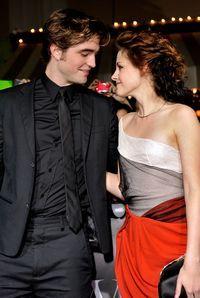 Robert Pattinson si Kristen Stewart se muta impreuna