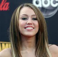 Miley Cyrus s-a despartit de iubit