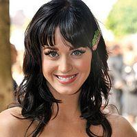 Katy Perry vrea cetăţenie britanică