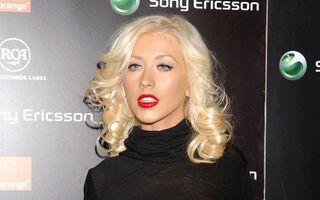 Christina Aguilera scrie bileţele de dragoste cu ruj