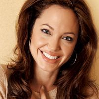 "Angelina Jolie: ""Nu am prieteni"""