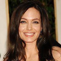 Angelina Jolie este vedeta-model