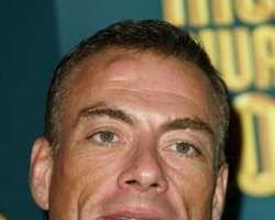 Van Damme a adoptat o căţeluşă maidaneză din Romania
