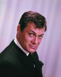 A decedat Tony Curtis