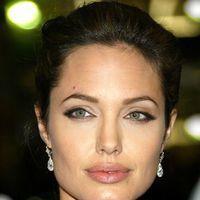 Cum să te machiezi ca Angelina Jolie