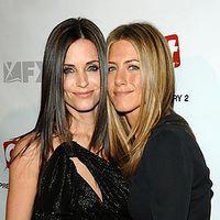 Jennifer Aniston o sfătuieşte pe Courteney Cox să nu divorţeze