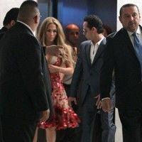 J. Lo, decolteu adânc cu bucluc