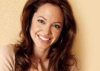 Angelina Jolie, drogată la TV