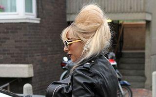 Lady GaGa, cu posteriorul plin de păr