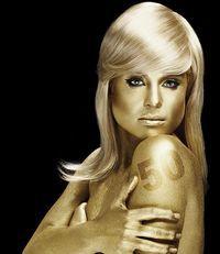 Kelly Osbourne, goală şi aurie într-un pictorial