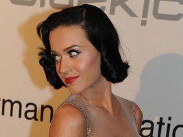Katy Perry a vrut sâni mai mici