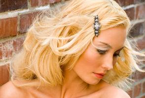 Tratamente reparatoare pentru păr de la Farmec