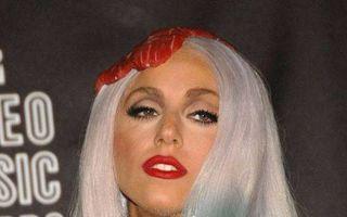 Lady Gaga, cel mai extravagant artist din 2010