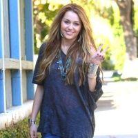 Miley Cyrus: 20 de ţinute ale zeiţei adolescenţilor