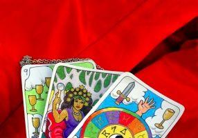 Tarot: Misterul cărţilor care îţi descifrează viitorul
