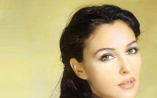 Hollywood: 7 mame sexy la peste 40 de ani