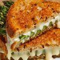 Sandviş cu brânză şi sparanghel