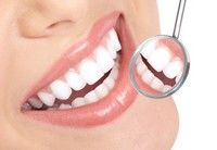 Dinţi strălucitori: 4 soluţii rapide