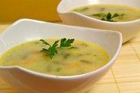 Supă cu dovlecei şi roşii