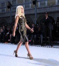 În această toamnă, Versace semneazǎ o colecţie pentru H&M