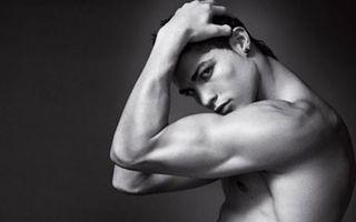 Hollywood: Cele mai sexy 13 funduri de bărbaţi