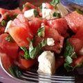 Salată cu pepene verde, brânză feta şi mentă