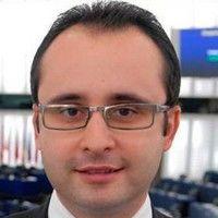 Un europarlamentar roman sesizeaza Comisia Europeana despre accesul limitat la tratament a pacientilor romani