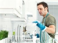 Horoscop: Cum să-l convingi să spele vasele