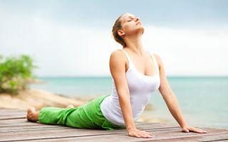 Slăbit rapid: 8 exerciţii de yoga pentru abdomen plat