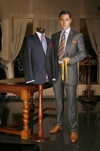 Alexandru Ciucu a creat costume englezeşti pentru Jaguar