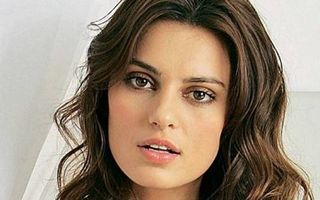 Modelul român Catrinel Menghia, interzis în America