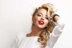 7 trucuri ca să-ţi creezi un stil sexy-retro. Fii o divă clasică!