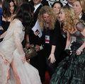 Fault clar! Madonna a călcat-o pe rochie pe Jessica Biel